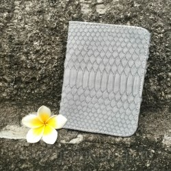Обложка на паспорт из натуральной кожи питона светло-серая