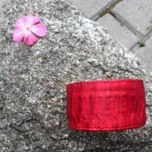 Браслет из натуральной кожи питона широкий красный