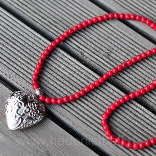 Бусы с сердцем красные