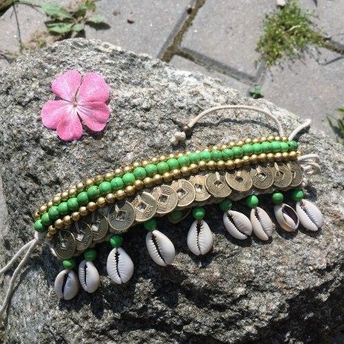 Браслет вязаный с ракушками зеленый