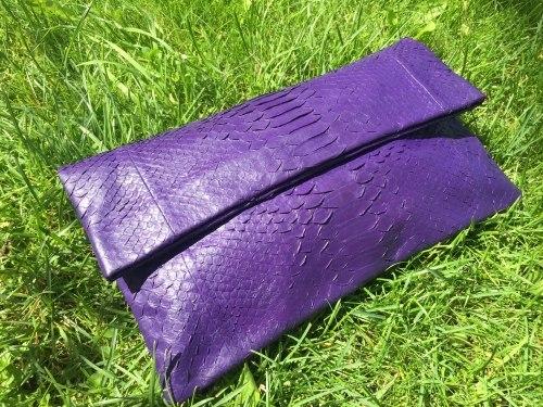 Клатч из натуральной кожи питона фиолетовый размер М