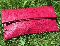 Клатч из натуральной кожи питона бордовый размер М