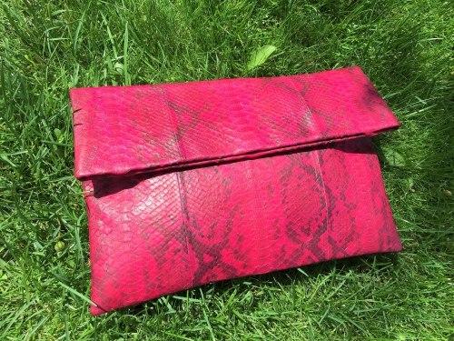 Клатч из натуральной кожи питона бордовый с рисунком размер XL