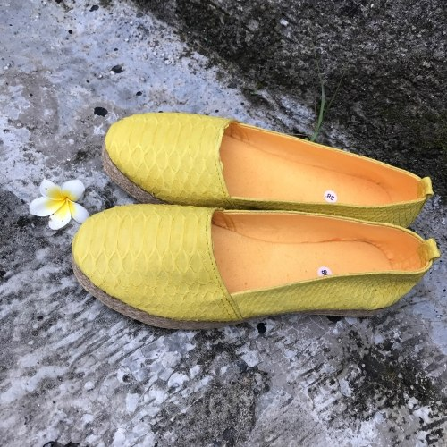 Эспадрильи из натуральной кожи питона желтые