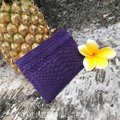 Визитница из натуральной кожи питона фиолетовая
