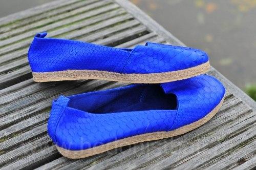 Эспадрильи из натуральной кожи питона ярко-синие