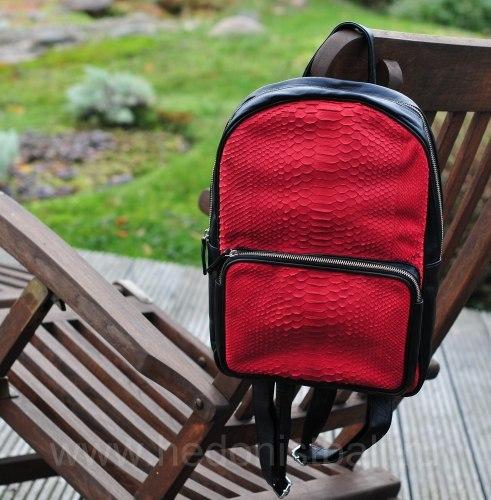 Рюкзак из натуральной кожи питона черный с красным