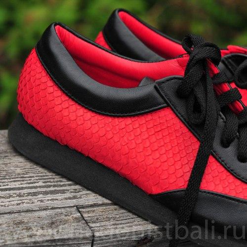Кроссовки черно-красные