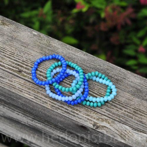 Браслет из хрустальных бусин голубой