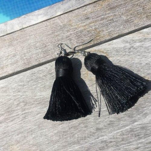 Серьги-кисточки черные 8 см