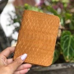 Обложка на паспорт из натуральной кожи питона бежевого цвета