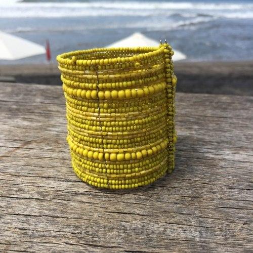 Браслет из бисера широкий желтый