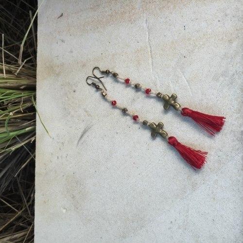 Серьги с маленькими кисточками красные