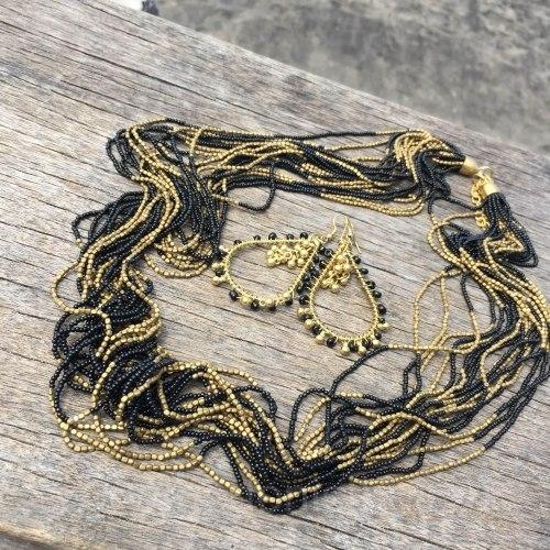 Бусы из бисера длинные черные с золотым