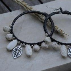 Серьги-кольца большие с прессованным белым говлитом