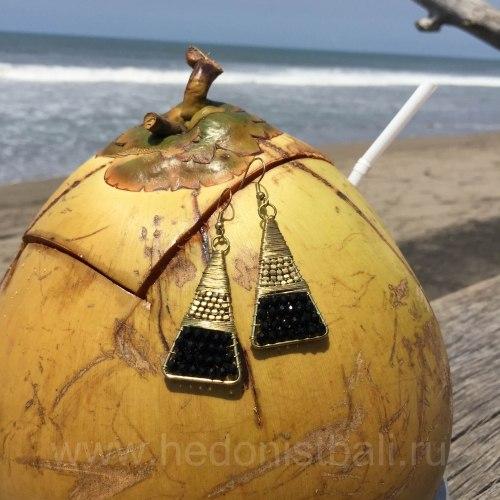Серьги-треугольники металлические с черными бусинами