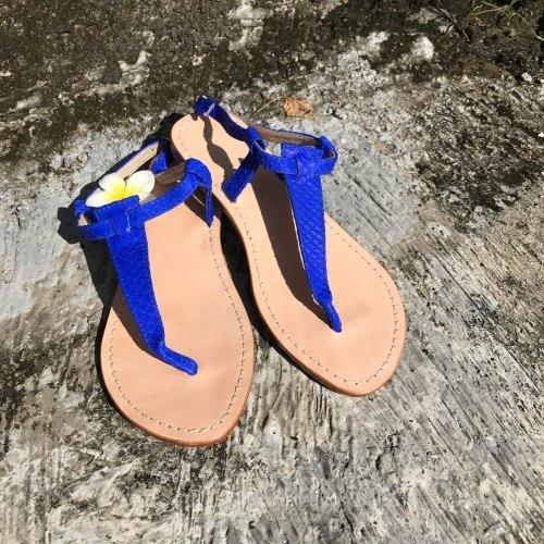Сандалии из натуральной кожи питона ярко-синие