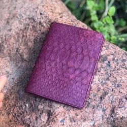 Обложка на паспорт из натуральной кожи питона фиолетовая