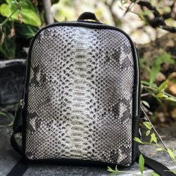 Рюкзак из натуральной кожи питона SIMONE черный с естсественным цветом без покраски