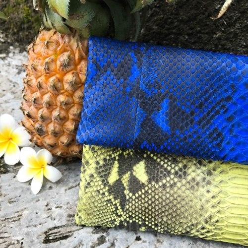 Клатч из натуральной кожи питона сине-желтый с оранментом размер S