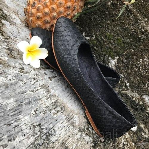 Балетки из натуральной кожи питона черные