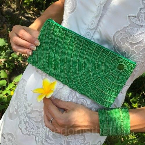 Браслет из бисера широкий зеленый