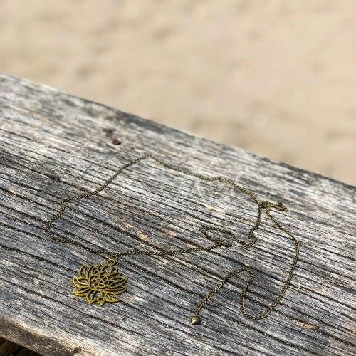 Ожерелье с лотосом на цепочке, металл, бронзовый цвет