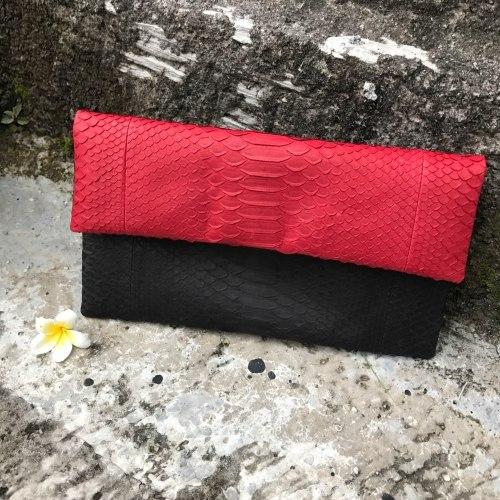 Клатч из натуральной кожи питона черно-красный размер S
