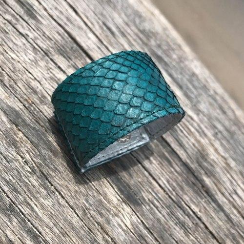 Браслет из натуральной кожи питона на кнопках темно-зеленый
