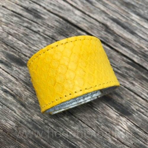 Браслет из натуральной кожи питона на кнопках желтый