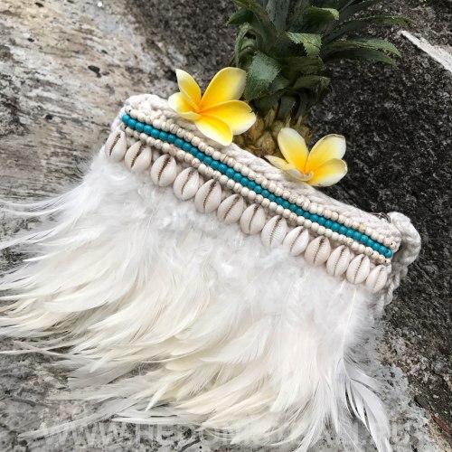 Клатч с перьями белый