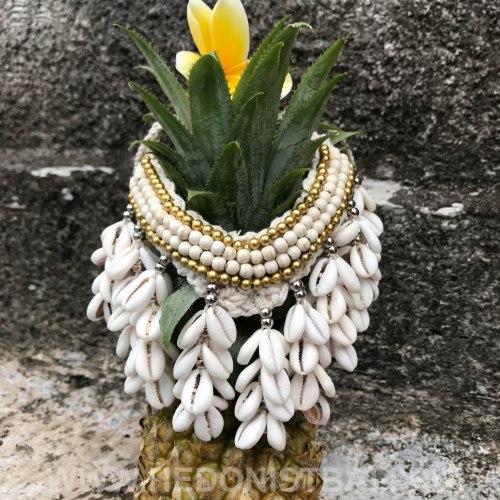 Ожерелье с ракушками кремовое