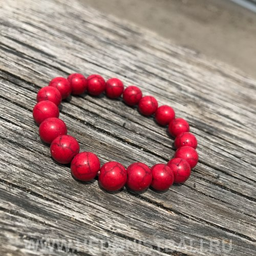 Браслет из говлита красного цвета