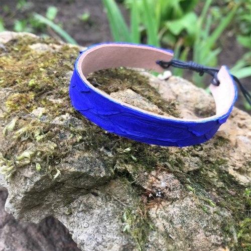Браслет из натуральной кожи питона тонкий ярко-синий
