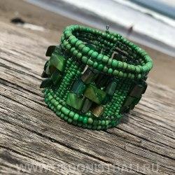 Браслет из бисера зеленый с перламутром