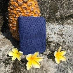 Обложка на паспорт из натуральной кожи питона синего цвета