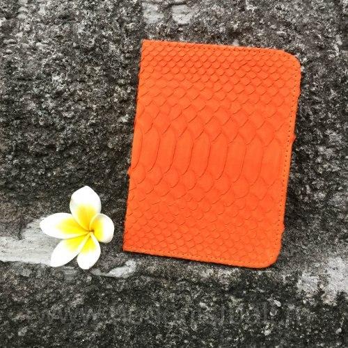 Обложка на паспорт из натуральной кожи питона оранжевая