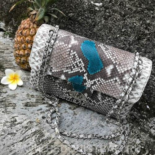 Сумка crossbody из натуральной кожи питона MIDI в натуральном цвете без покраски с бирюзовым