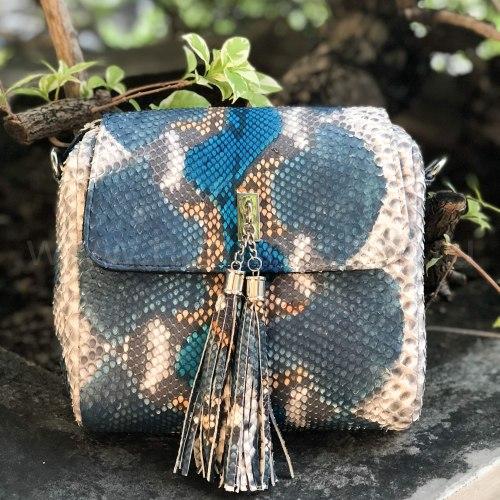 Сумка crossbody с кисточками из натуральной кожи питона разноцветная серо-голубая