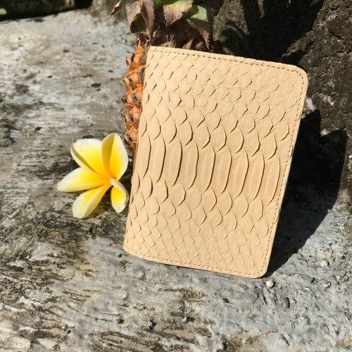 Обложка на паспорт из натуральной кожи питона кремовая