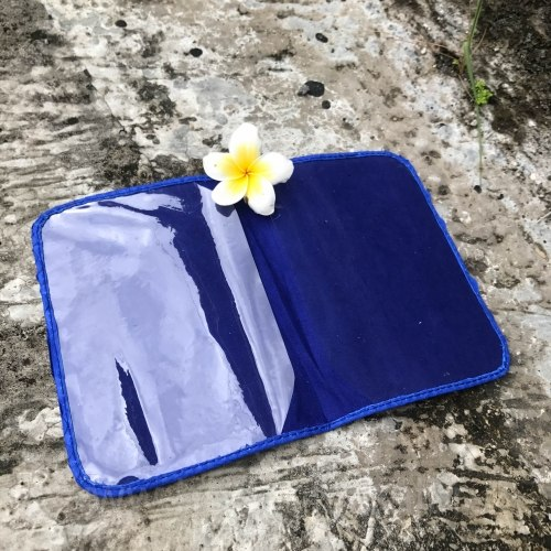 Обложка на паспорт из натуральной кожи питона ярко-синяя