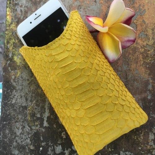 Чехол на IPhone 6 из натуральной кожи питона желтый