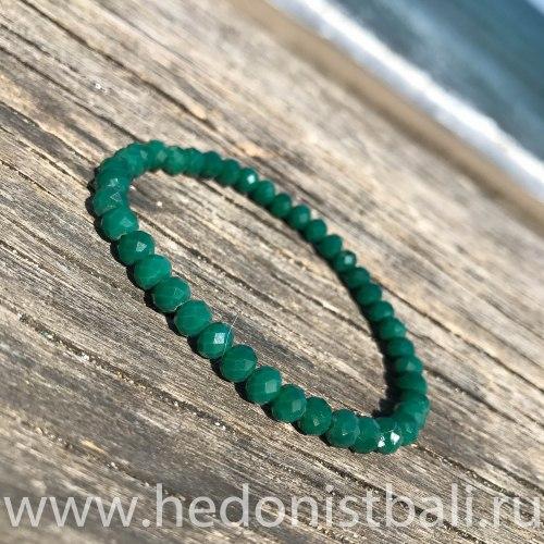 Браслет из хрустальных бусин изумрудно-зеленый 6 мм