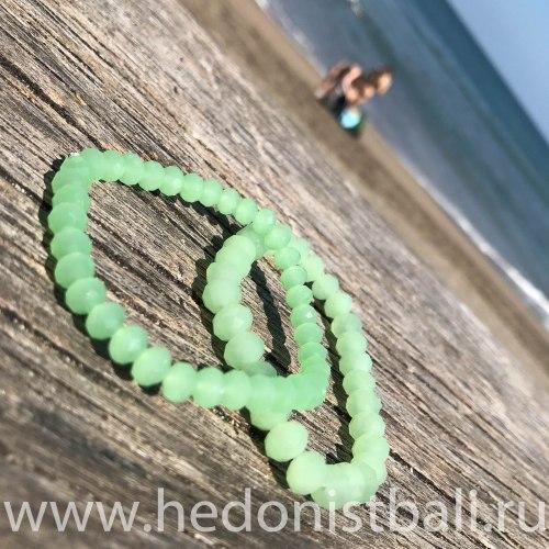 Браслет из хрустальных бусин светло-зеленый 6 мм