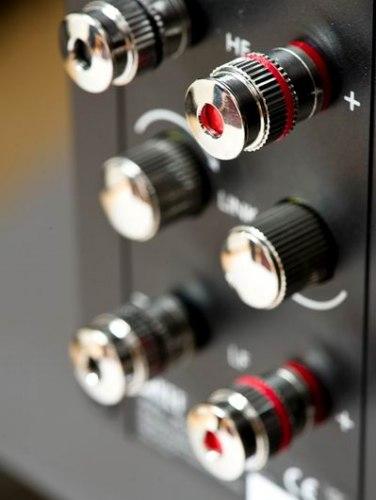 Акустика центрального канала KEF R600c