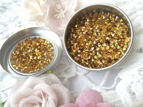 Кристаллы 3 мм, с фольгированной основой, цвет золото