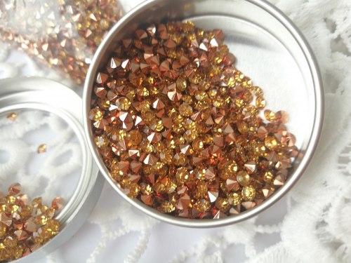 Кристаллы 3 мм, с фольгированной основой, цвет золото (основа розовое золото)