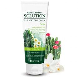 Мягкая пенка с экстрактами кактуса и ромашки DEOPROCE Natural Perfect Solution Cleansing Foam Mild (170мл)