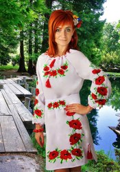 Женское вышитое платье Маки