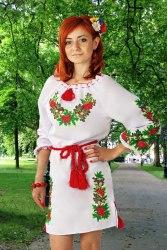 Женское вышитое платье Дубок